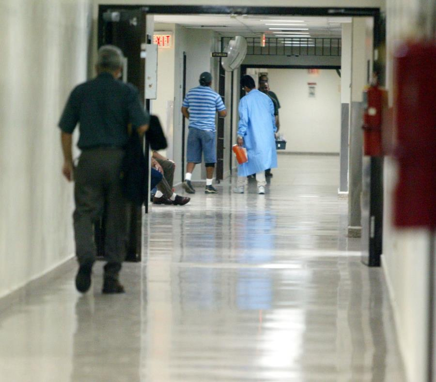 En la foto se observa el pasillo de un hospital. (semisquare-x3)