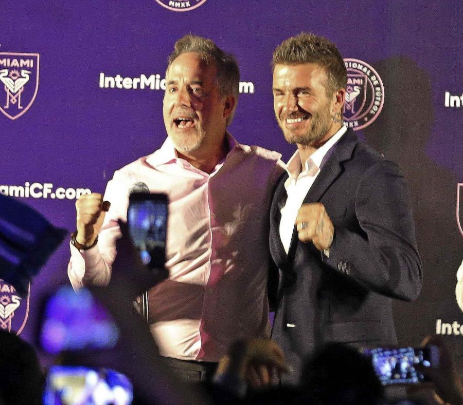 Jorge Mas y David Beckham festejan en Coral Gables, luego que los votantes en Miami aprobaron que la ciudad negocie un acuerdo para otorgar terrenos para un estadio de fútbol. (AP) (semisquare-x3)