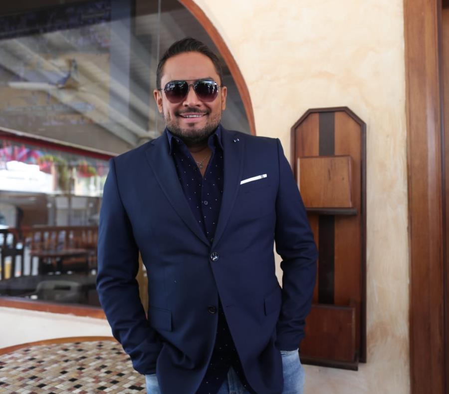 El cantante Manny Manuel estuvo casi tres meses en fuera del país (semisquare-x3)
