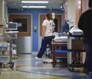 Hospitales aguardan por asistencia federal por el coronavirus