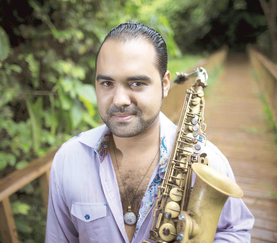 La notable facilidad técnica de Abraham en el saxofón alto es uno de los factores protagonistas. (semisquare-x3)