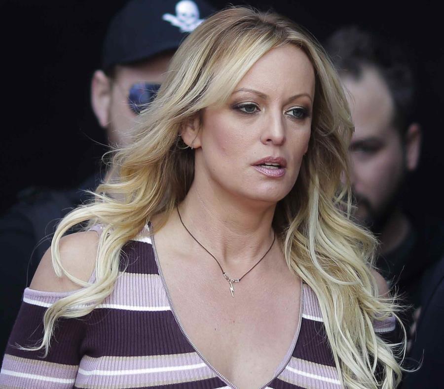 Justicia ordena a actriz porno pagar 300 mil dólares a Donald Trump