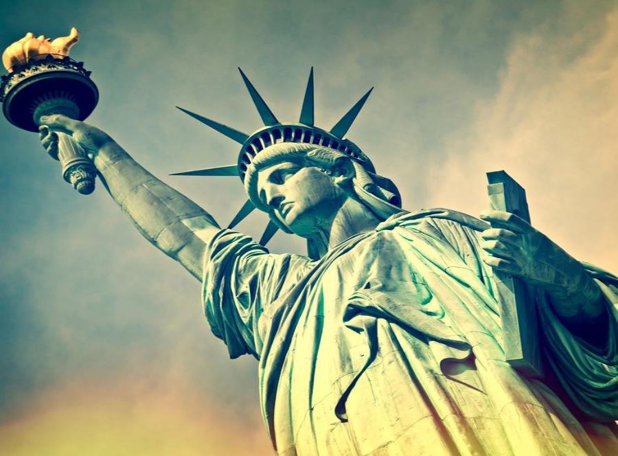 La Estatua de la Libertad y la Isla de Elli (semisquare-x3)