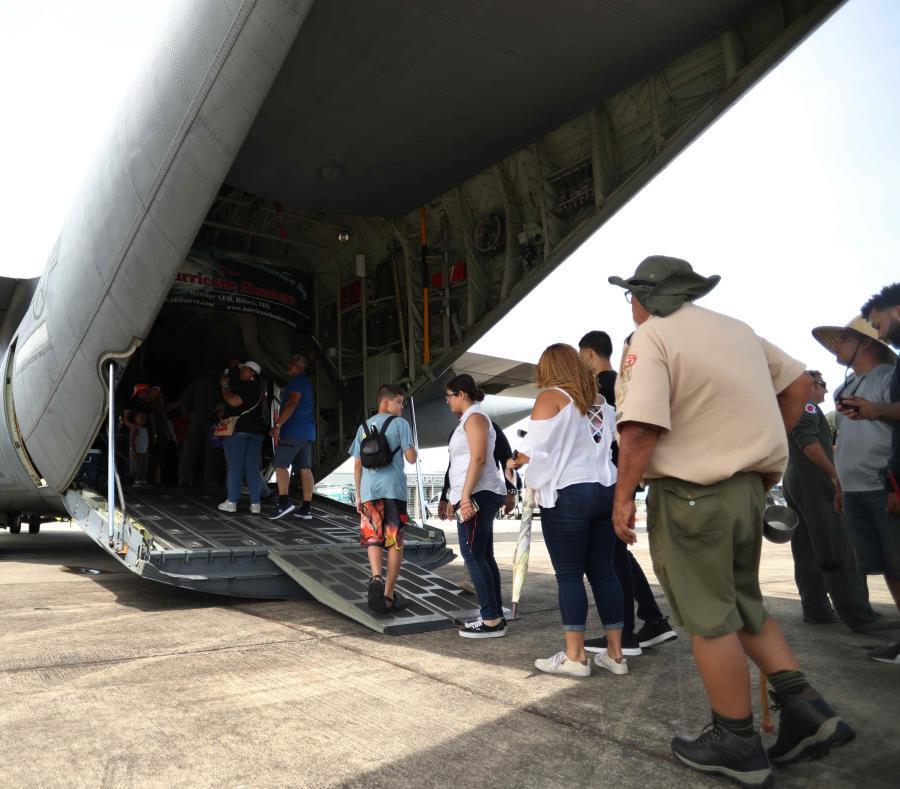 La NOAA y la Reserva de la Fuerza Aérea exhibieron el año pasado dos cazahuracanes en el aeropuerto José Aponte de la Torre, en Ceiba. (GFR Media) (semisquare-x3)