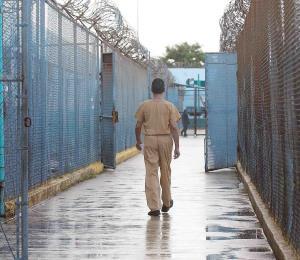 ¿Cómo se está manejando el COVID-19 en las cárceles?