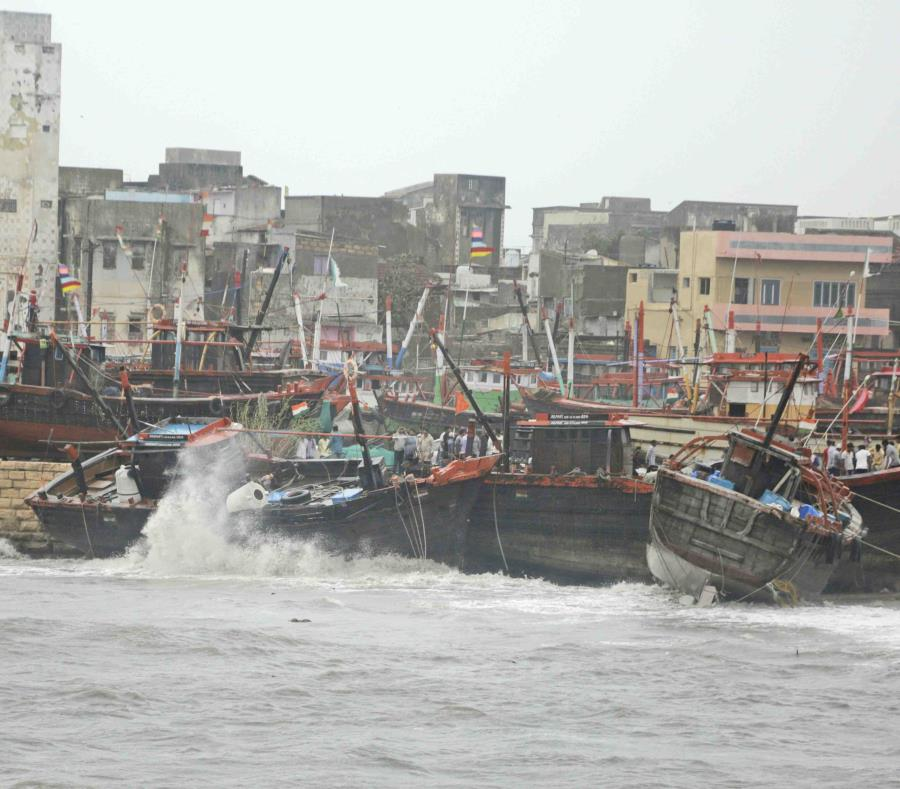 Los fuertes vientos y el oleaje afectó las embarcaciones. (AP) (semisquare-x3)