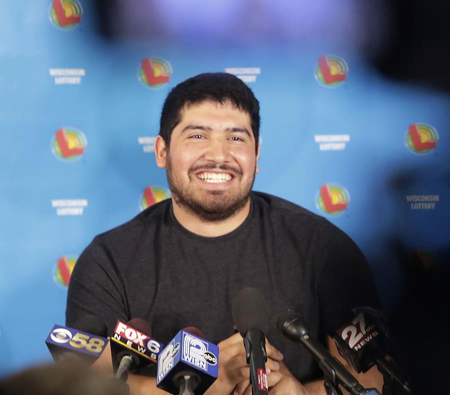 Latino con 24 años gana 400 millones de dólares en la lotería