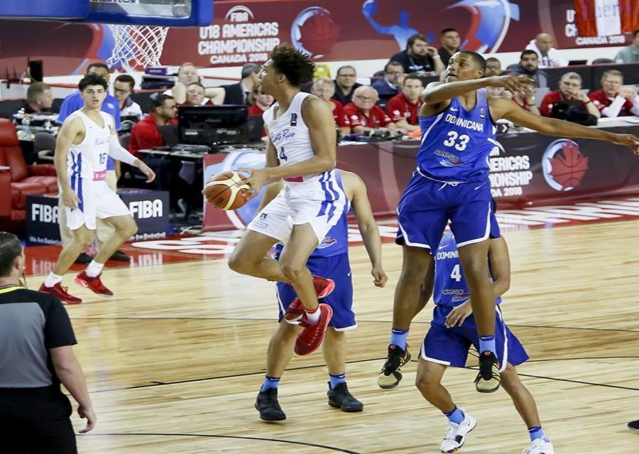 George Conditt, atacando el canasto, sumó 18 puntos por Puerto Rico. (Suministrada / FIBA) (semisquare-x3)