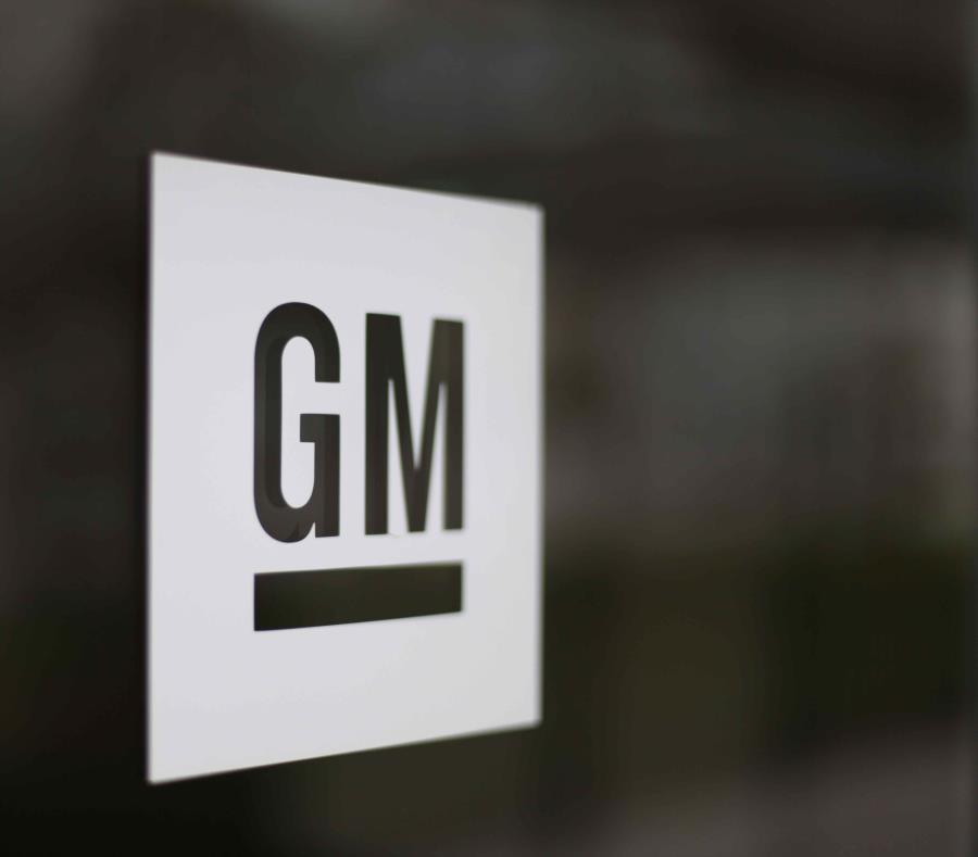 El logo de General Motors en la sede de la empresa en Detroit. (semisquare-x3)