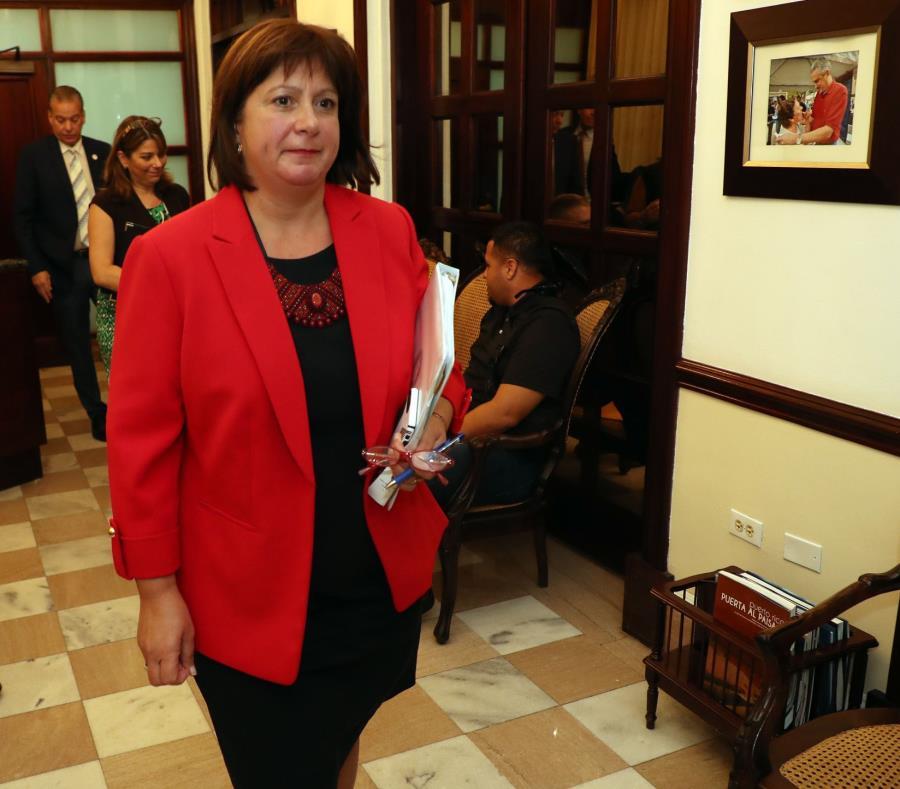 Natalie Jaresko se reunió hoy con el caucus de los senadores del Partido Nuevo Progresista en el Capitolio. (semisquare-x3)