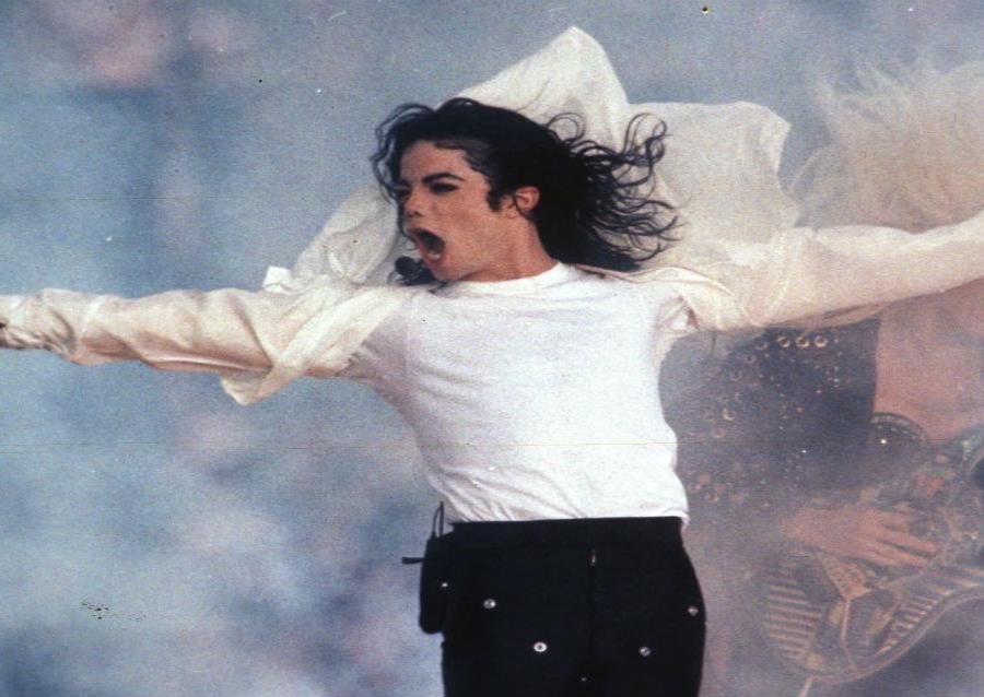 varias asociaciones de fanáticos de Michael Jackson han denunciado a Dan Reed, director del documental