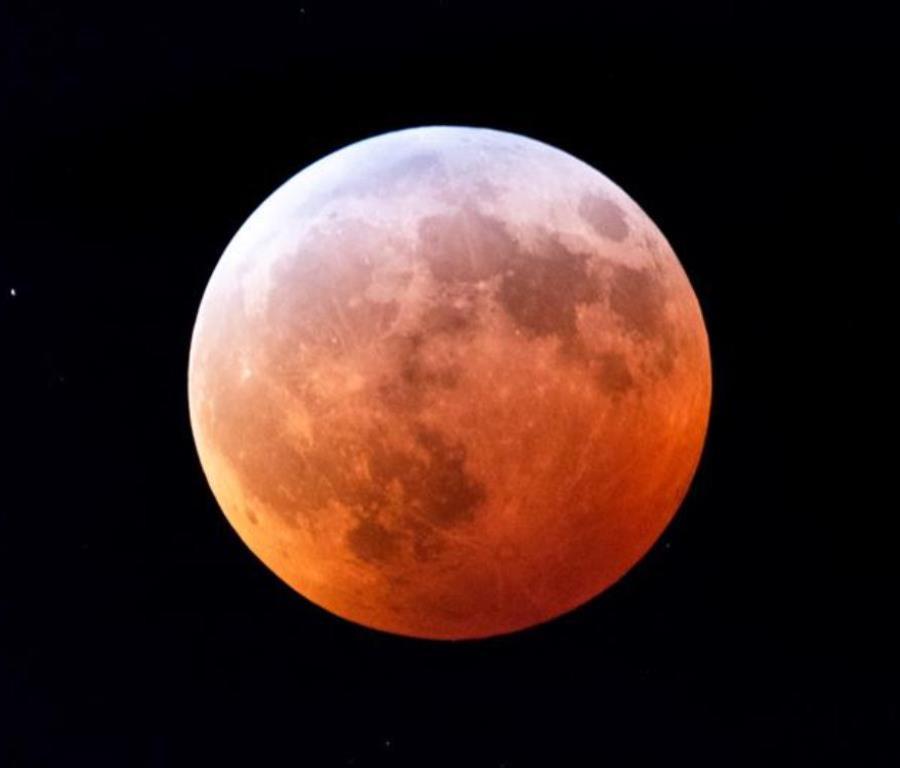 Los eclipses totales de Luna se producen aproximadamente cada dos años (semisquare-x3)
