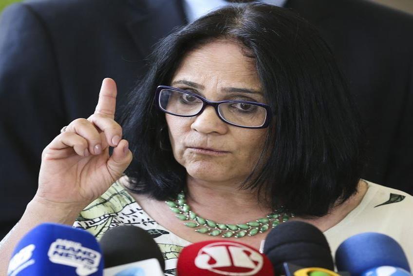 La ministra de la Mujer, la Familia y los Derechos Humanos de Brasil, Damares Alves. (semisquare-x3)