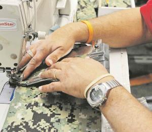 Fábricas de textiles a la espera del gobierno para comenzar a producir mascarillas y batas