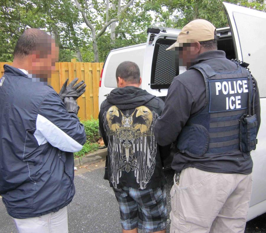 Los 118 arrestados violaban las leyes de inmigración y, de ellos, al menos 107 eran criminales convictos. (semisquare-x3)