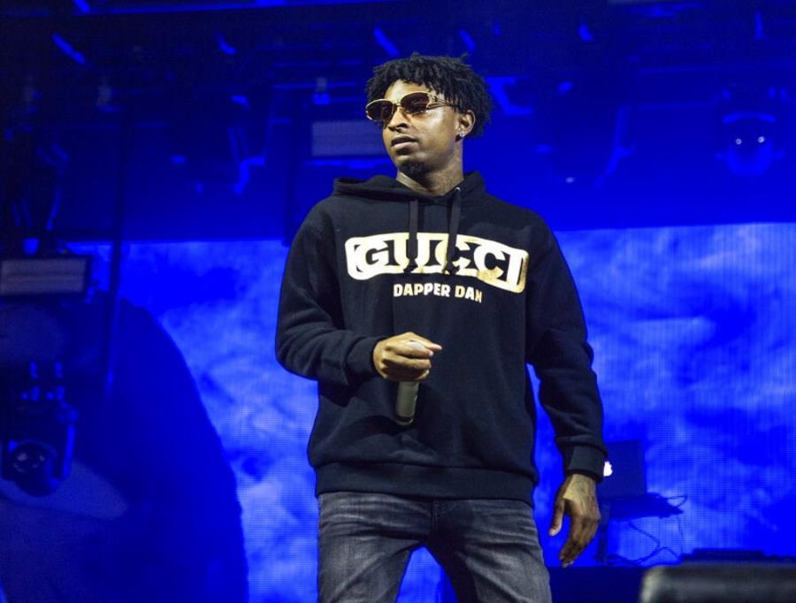 El rapero 21 Savage durante su presentación en el Voodoo Music Experience en City Park en Nueva Orleans (semisquare-x3)