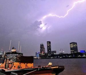 Hasta 20,000 rayos cayeron ayer sobre el Reino Unido