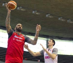 La Federación de Baloncesto no descartaría naturalizar a jugadores de estatura