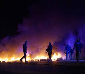 Secesionistas catalanes bloquean carreteras durante una huelga