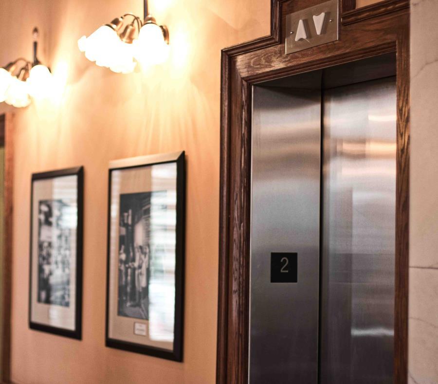 Mujer queda tres días atrapada en un elevador de Nueva York