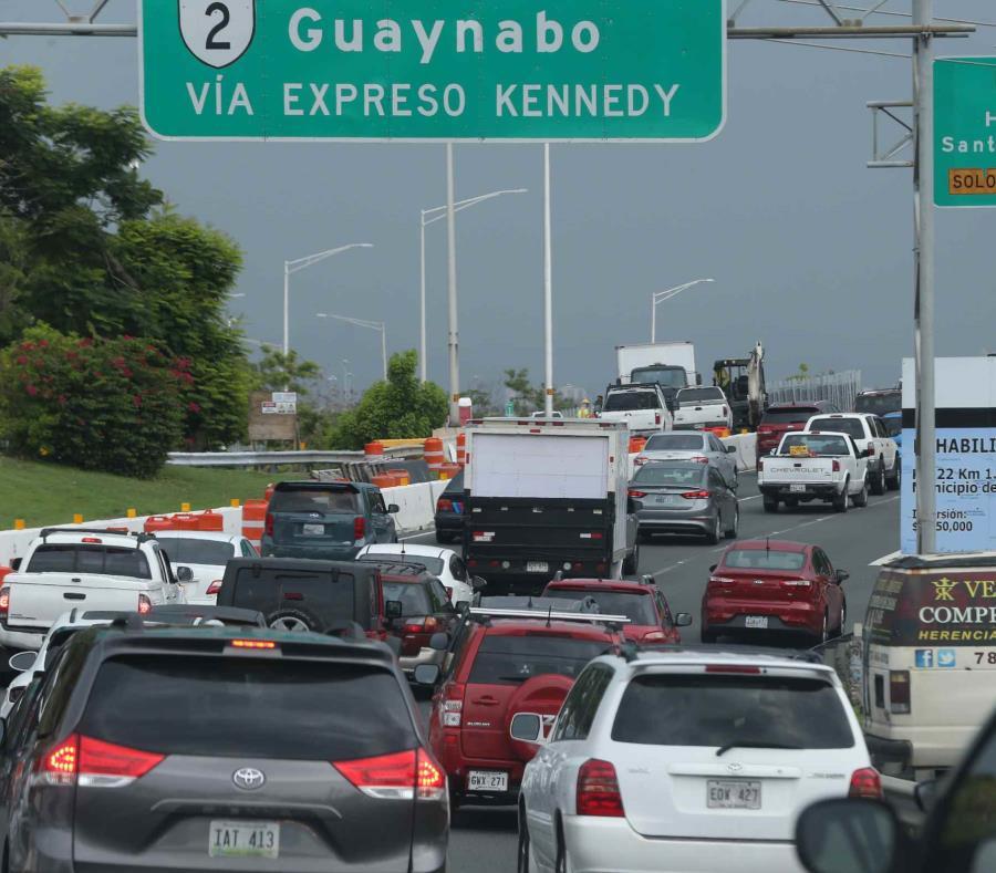 El cierre de un carril para los conductores que vienen desde la avenida Baldorioty de Castro rumbo a San Juan provocó tapón. (semisquare-x3)