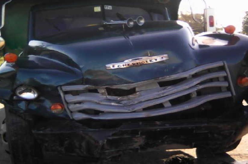 Así quedó el camión que el carro impactó (semisquare-x3)