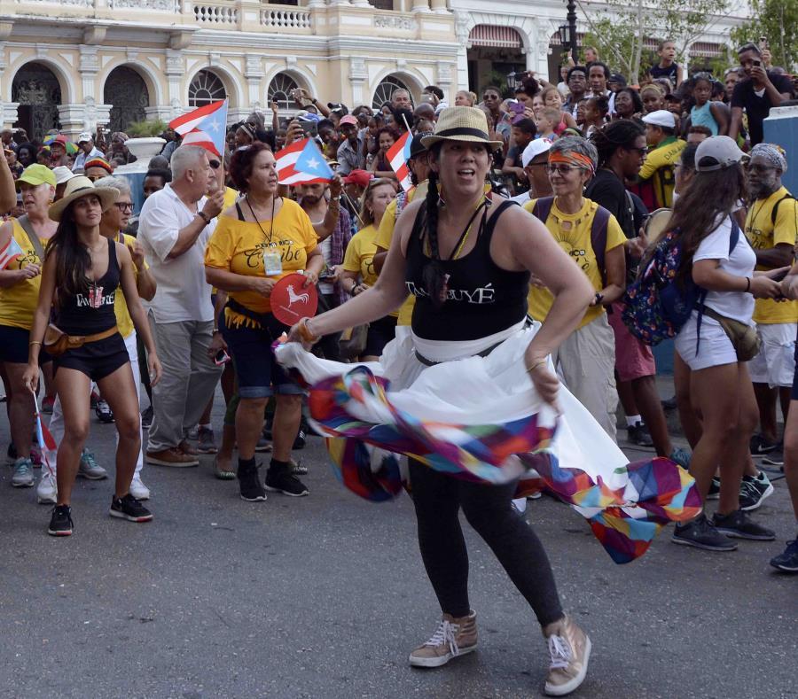Marién Torres, fundadora del grupo Tambuyé, que celebró su aniversario 15 de fundado durante el festejo y cautivó con el típico ritmo de la bomba puertorriqueña. (Suministrada) (semisquare-x3)