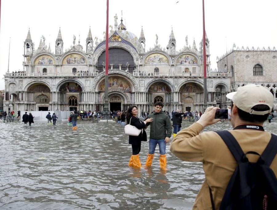 Ceden las aguas en Venecia tras marea alta (semisquare-x3)