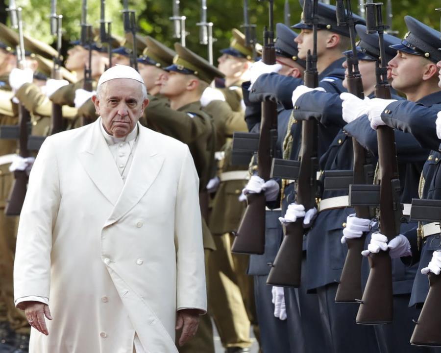 El Papa admite que la falta de condena a abusos sexuales aleja a los católicos (semisquare-x3)