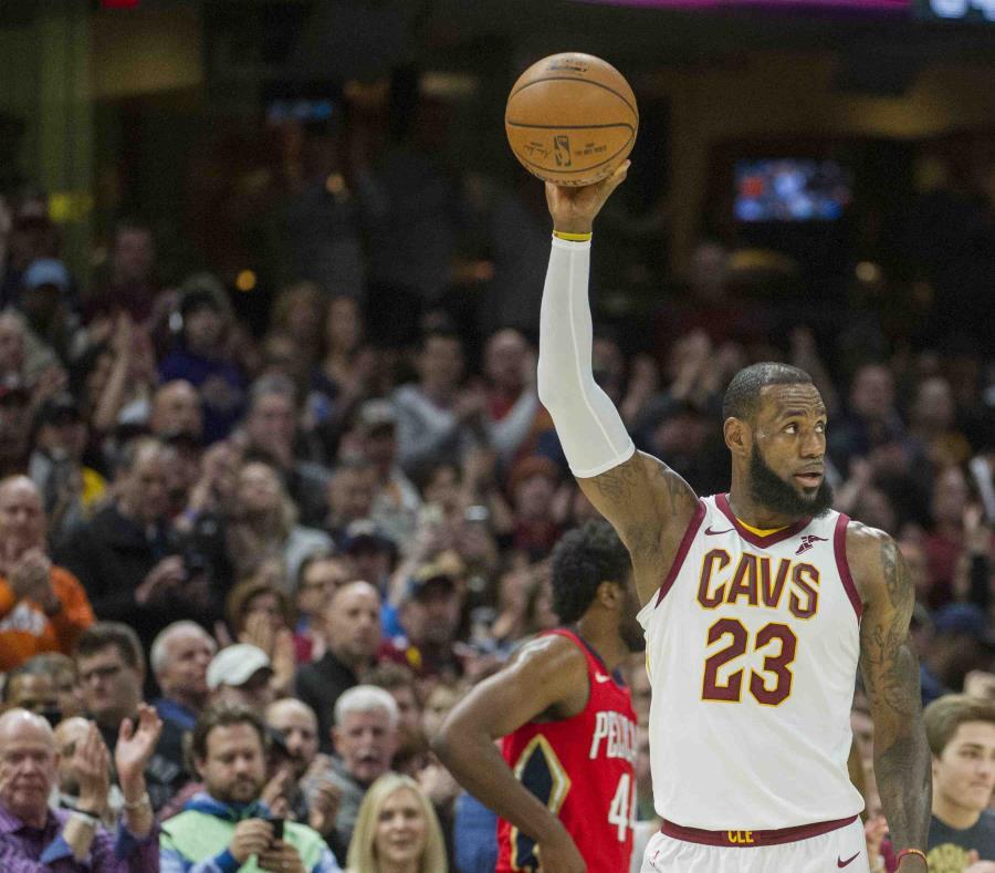 LeBron James supera marca de Michael Jordan