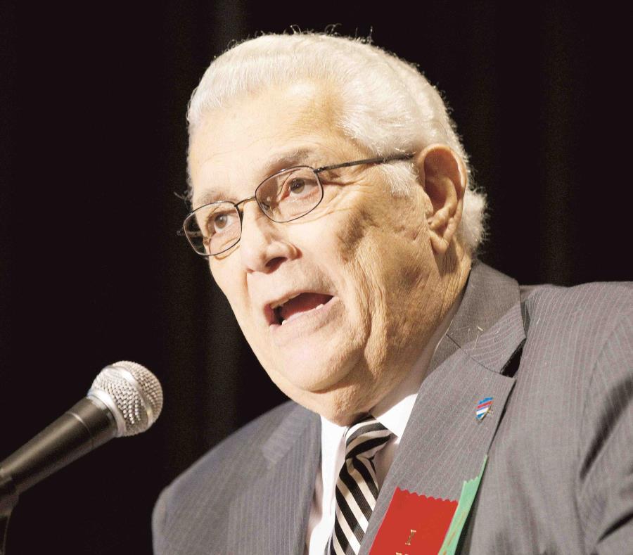 En Puerto Rico, Héctor Cardona fue presidente de la Federación Puertorriqueña de Boxeo (FPB) y, posteriormente, presidente del Comité Olímpico de Puerto Rico (Copur). (semisquare-x3)
