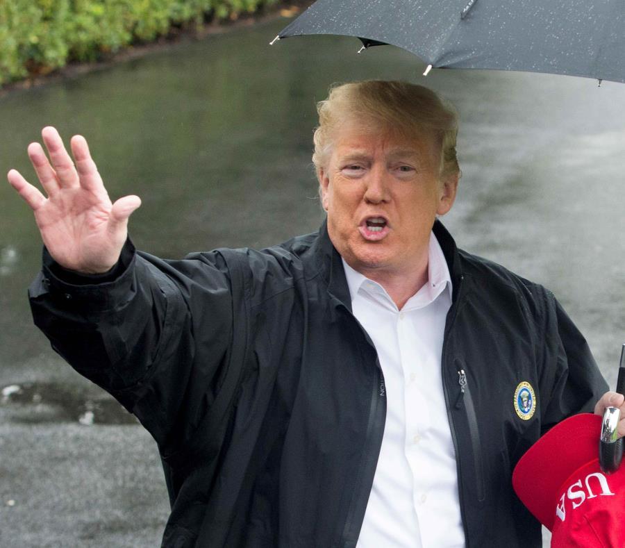 El presidente estadounidense, Donald Trump, saluda a los medios en Washington. (EFE) (semisquare-x3)