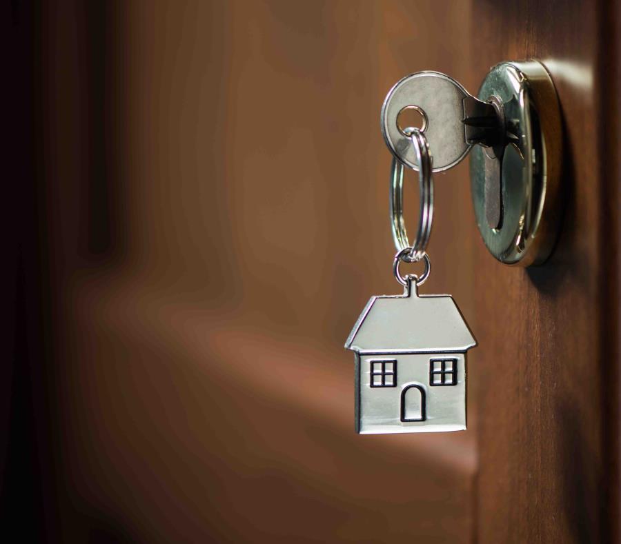 Aunque el alza reciente en las tasas de interés ha hecho que el refinaciamiento hipotecario sea una actividad menos rentable, la posibilidad de  aumentos adicionales a la tasa ha impulsado la compra de residencias. (Shuttersotck) (semisquare-x3)