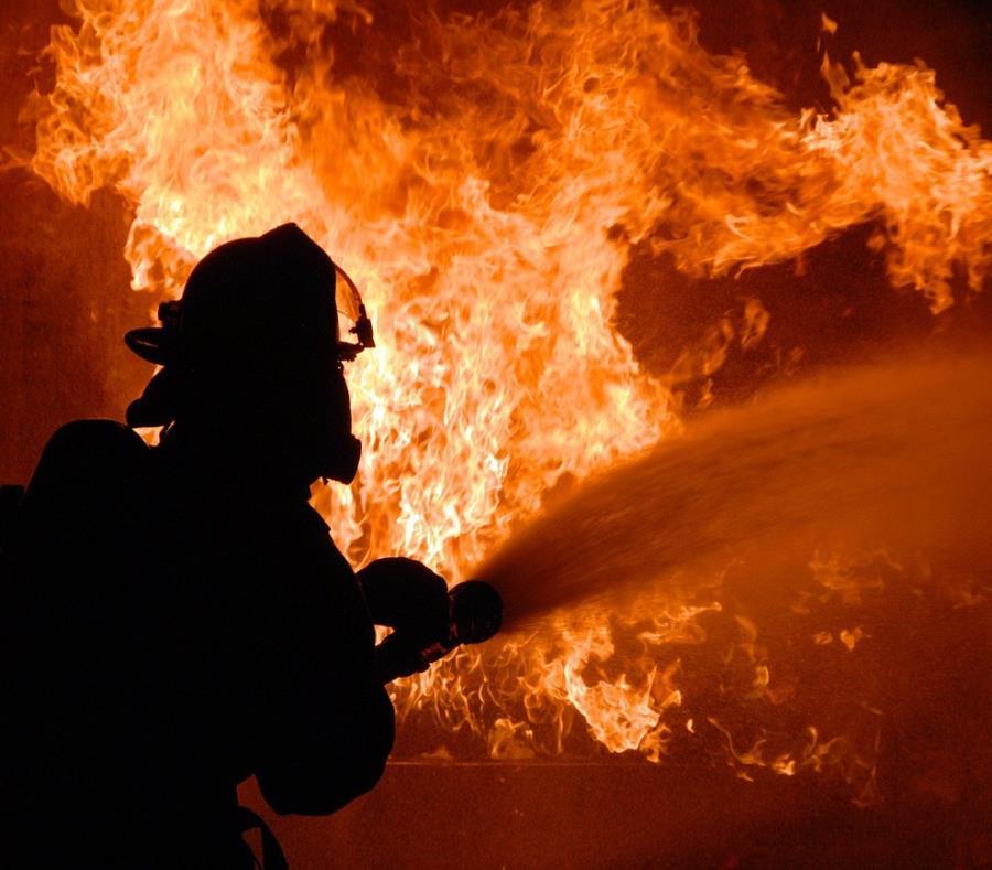 Niño enfrentará cargos de asesinato por incendiar deliberadamente una casa