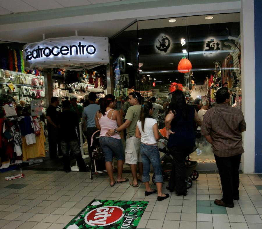 Luego de participar en la primera misión comercial de la Compañía de Comercio y Exportación, la empresa Teatrocentro decidió instalar una tienda en Kissimmee. (GFR Media) (semisquare-x3)