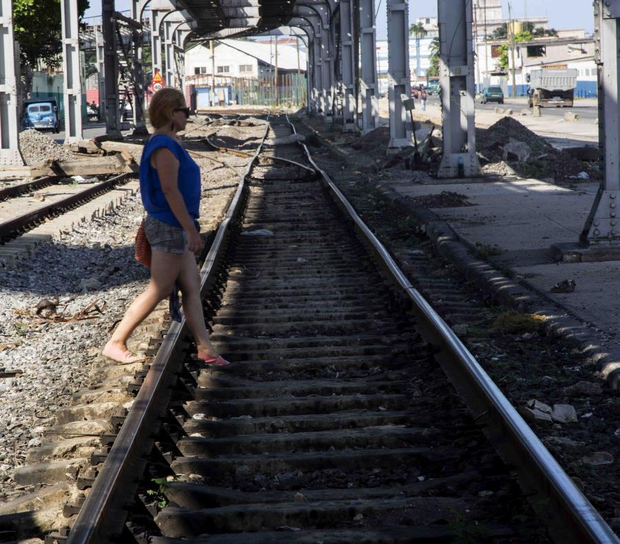 El sistema ferroviario cubano está en proceso de reconstrucción y modernización para restaurar un servicio que fue la envidia de Latinoamérica. (AP/Ismael Francisco) (semisquare-x3)