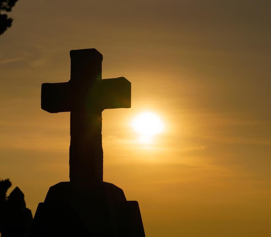 En la foto una cruz. (semisquare-x3)