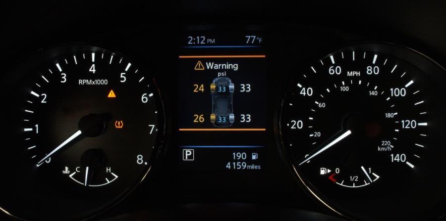 El Sistema de monitoreo de presión de gomas con aviso de presión ideal ilumina una señal en el tablero para avisar cuando la presión de las gomas está baja, y mientras se llenan las gomas, este sistema avisa cuando se ha alcanzado la presión ideal. (horizontal-x3)
