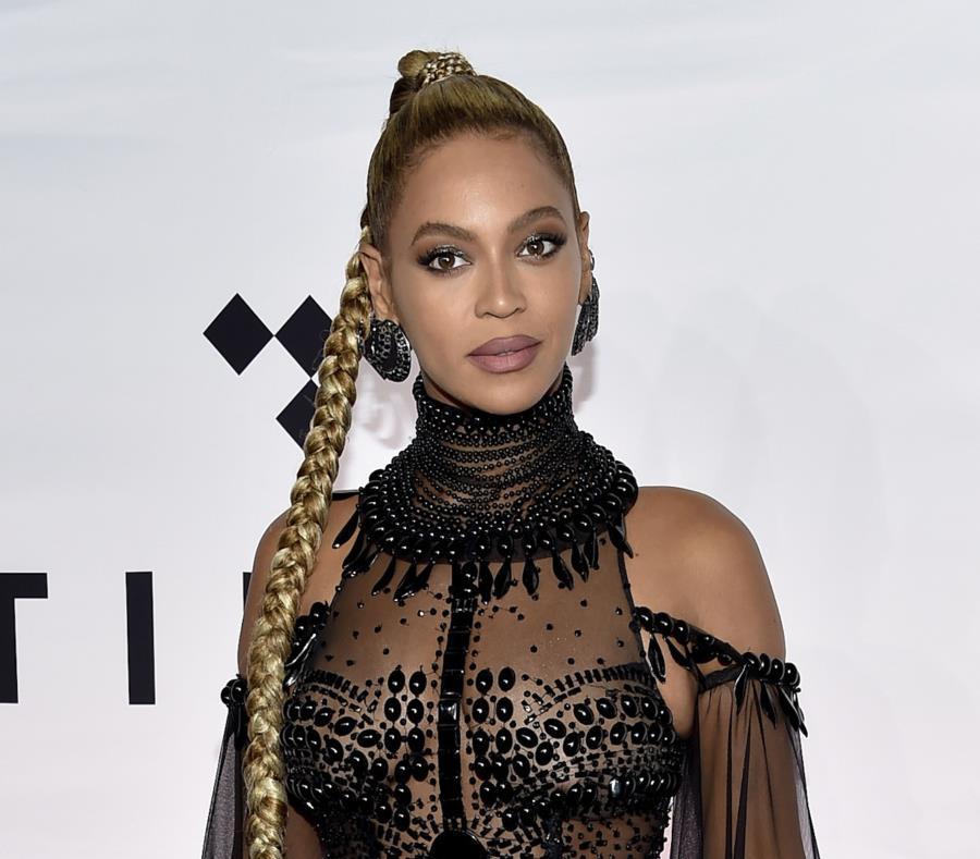 Beyoncé sorprendió a sus fans sacando un disco sin previo aviso