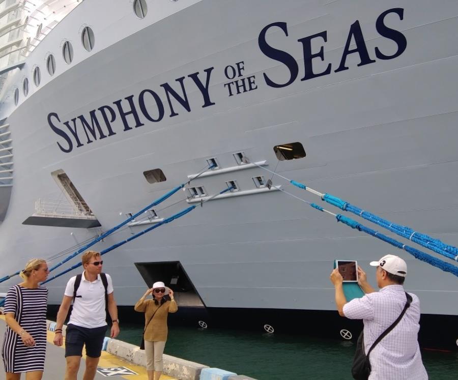 El barco, de 2,775 cabinas, zarpó de Miami (semisquare-x3)