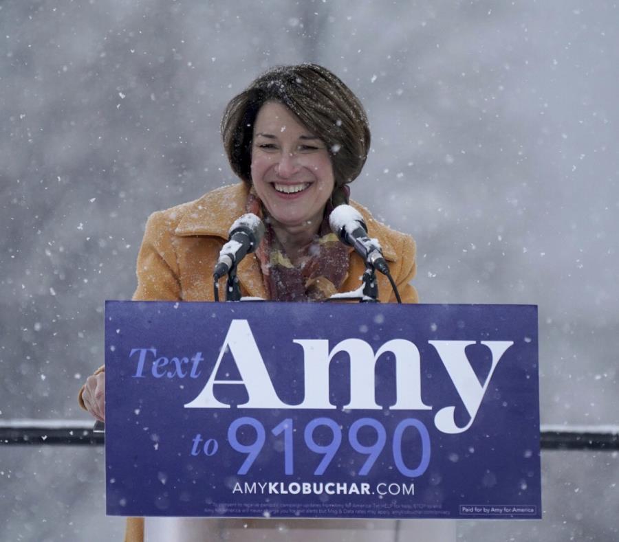 La senadora Amy Klobuchar tras anunciar su candidatura a la presidencia de Estados Unidos. (AP / Anthony Souffle) (semisquare-x3)