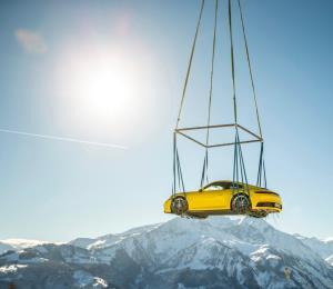 Porsche 911 llegó volando a los Alpes