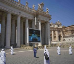 Fieles regresan al Vaticano para escuchar bendición del papa Francisco