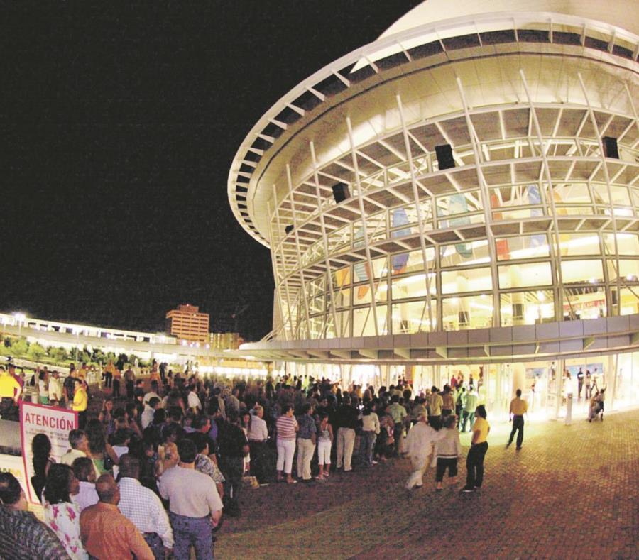 El gerente general del Coliseo de Puerto Rico José Miguel Agrelot considera que el recinto es como el patio de los artistas urbanos. (GFR Media) (semisquare-x3)