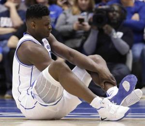 Nike investiga la rotura de una zapatilla que lesionó al colegial Zion Williamson