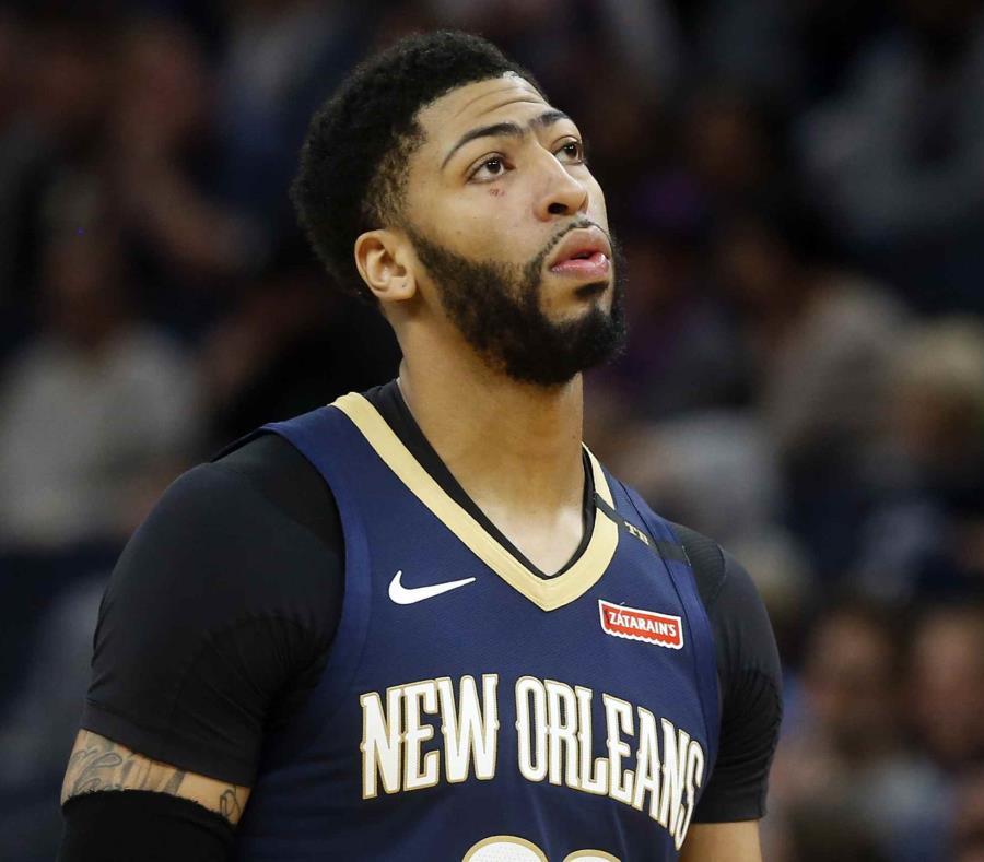 Anthony Davis aún tiene la próxima temporada garantizada en contrato con los Pelicans, por lo que podría ser cambiado en verano. (AP) (semisquare-x3)