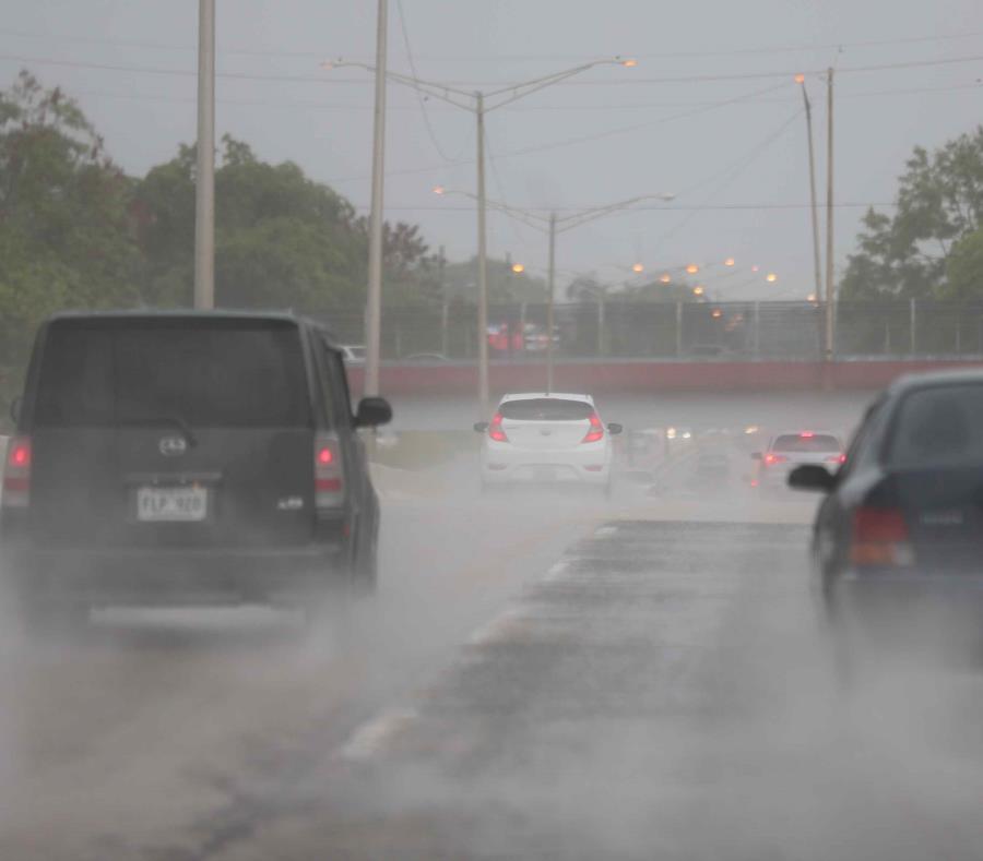 Hay un alto potencial de que toda la isla experimente lluvias y tronadas, según el SNM. (GFR Media) (semisquare-x3)