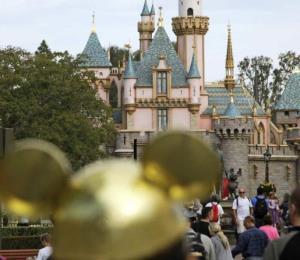 Roban remolque con 8,000 boletos de Disneyland