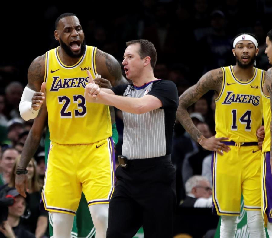 LeBron James no consiguió que los Lakers trajeran en cambio a su amigo Anthony Davis. (semisquare-x3)