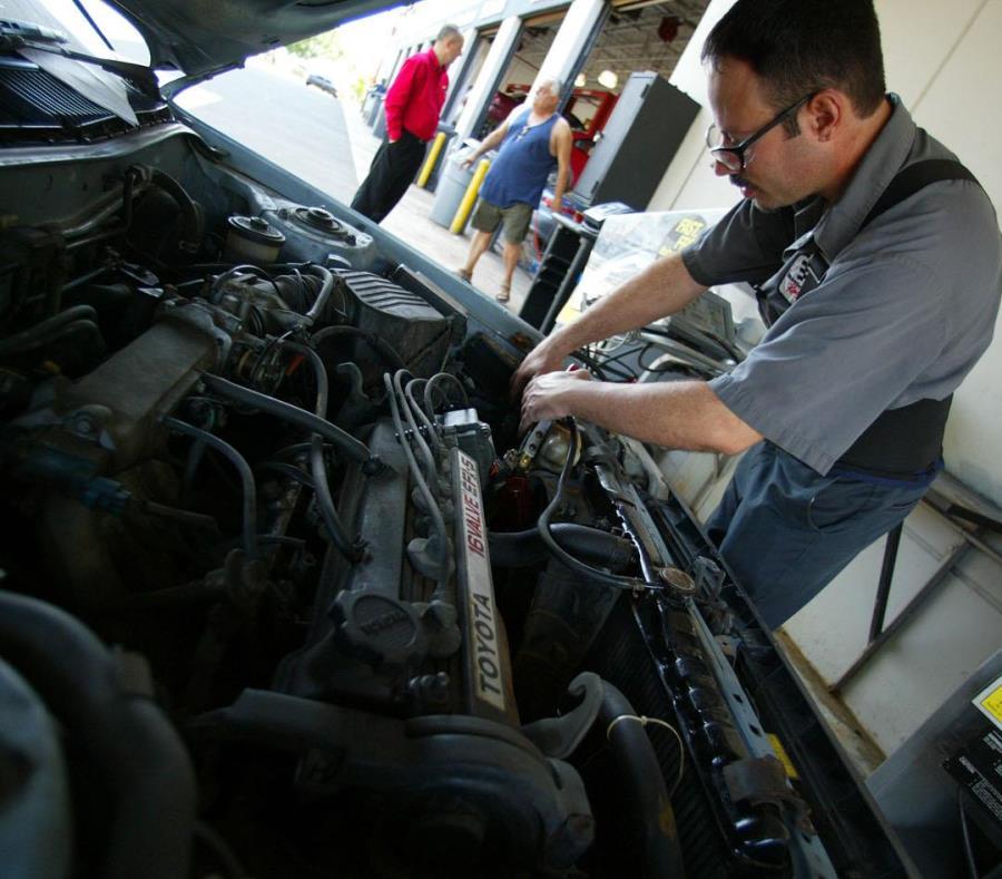 El Tribunal Supremo determinó que la protección de los técnicos y mecánicos automotrices, así como la seguridad pública son intereses apremiantes, pero que pueden protegerse sin la colegiación compulsoria. (GFR Media) (semisquare-x3)